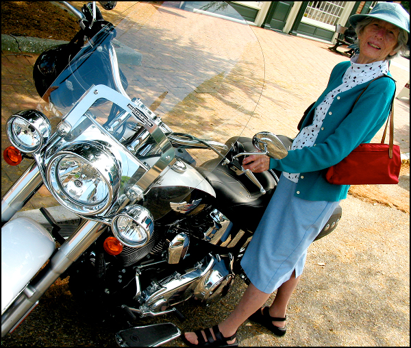 Daro Touching a Motorcycle That Is Definitely Not Hers - 2