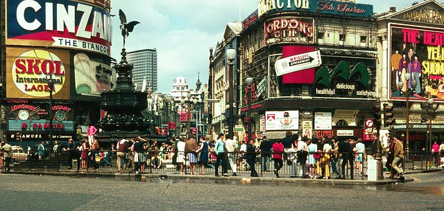 Piccadilly_Circus_1968.jpg