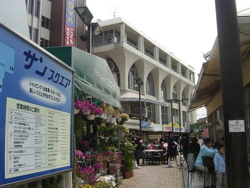 06 サンスクエア-01.駅前オープンカフェ