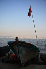Sandaldaki bayrak (Murat Buyurgan) Tags: canon turkey boat flag turkiye istanbul sandal bayrak turkei 400d fotografkraathanesi