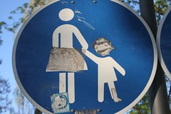 Mothers and Frogs (raumoberbayern) Tags: blue white sign topv111 munich mnchen findleastinteresting child mother frog stickfiguresinperil robbbilder
