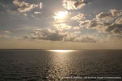 Horizonte (iBank) Tags: naturaleza english sol rio azul lago atardecer tristeza mar agua suiza zurich religion paz paisaje cielo nubes reflejo vista soledad geography aire horizonte anochecer dios futuro oceano celeste rayos elevacion calido desolado resplandor meditar frescura espanol