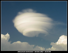 Altocumulus lenticularis (Pierpaolo.) Tags: summer sky italy weather clouds amazing nuvole estate 2006 cielo cumulus bergamo altocumulus paderno seriate lenticularis altocumuli lenticolari