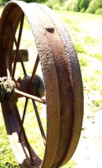 Steel Wheel.jpg (revanovum) Tags: virginia rust madisoncounty earlymorningsun steelwheel myoldhomeplace