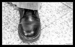 Metadine (Yom-s) Tags: blackandwhite white black canon shoe eos noir noiretblanc mai pied doc blanc saintdenis chaussure 400d