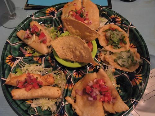 Plato de Antojitos Vegetariano at Maiz