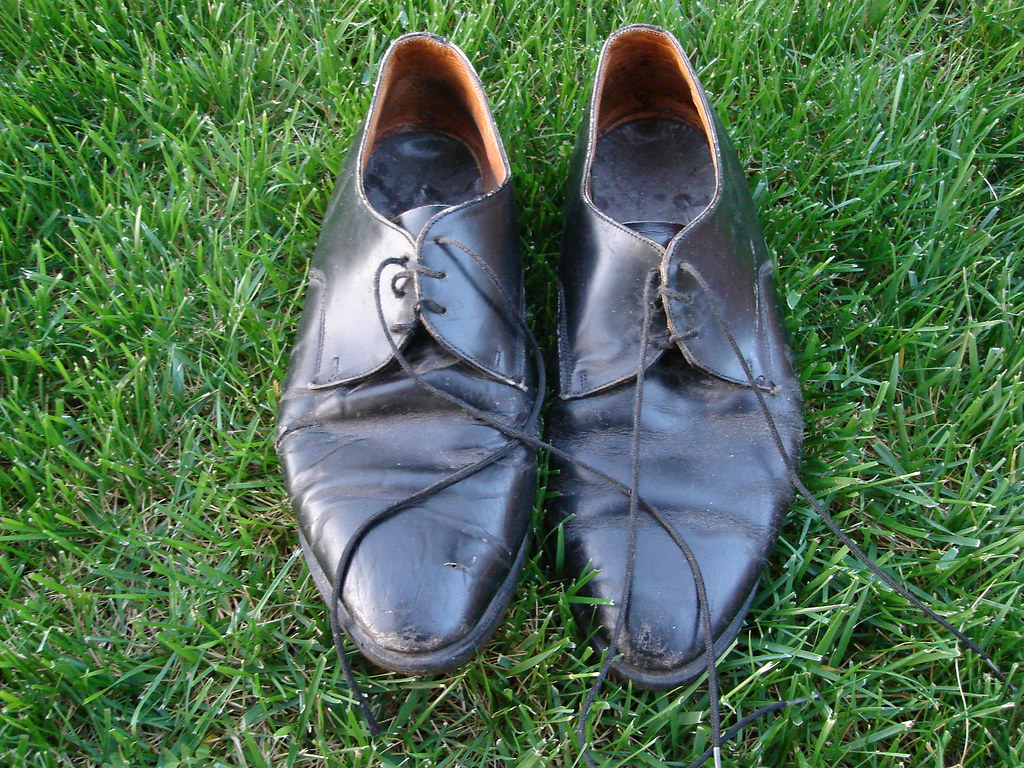 0d88dff01390 dsc00086.jpg (mlinksva) Tags  grass backyard shoes craigslist worn  docmaartens