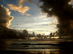 A HoLe iN tHe SkY (HeLMut G.) Tags: sea praia beach nature brasil clouds landscape ilovenature mar bravo mare natureza vivid playa bahia nubes nuvens bullseye lovely nuages coolest naturalwonders shiningstar nationalgeographic blueribbon mara aclass naturesfinest thebigone landscapephotography greatcapture supershot a beautyofnature theworldthroughmyeyes magicofnature flickrnature expressionistphotography flickrspecial sunshotsanyweather beautifulcapture mywinners abigfave tepasaste 5for2 10to1 shieldofexcellence flickrfavoritephotographers anawesomeshot favoritesonly natureandlandscapes faithfulflickrfriends holidaysvacanzeurlaub breathtakinglandscape superbmasterpiece wowiekazowie theothervillage flickerdiamond photosandcalendar globalvillage2 top20blue bratanesque simplythebestsoftoday thecoolestdamncoolphotographers seasunclouds worldpicture 31landscape acelebrationoflight beachpraiaplaya primeraclase thegalery nuvoles score1to4on29 flickrfavoritelandscapesandseascapes