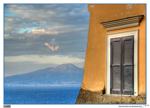 Vesuvius view from Sorrento (by Mor (bcnbits))
