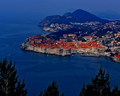 Dubrovnik and red roofs (Z Eduardo...) Tags: roof red sea europe croatia unesco worldheritagesite dubrovnik dubrovnic adriatic holidaysvacanzeurlaub diamondclassphotographer