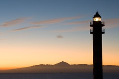 Faro de Sardina (Jorgems) Tags: sunset sea lighthouse mountains grancanaria faro atardecer mar spain tenerife teide espana montanas