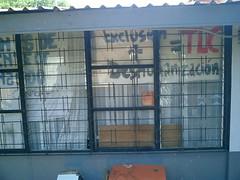 Anti-TLC graffiti (derekensuramerica) Tags: costarica heredia