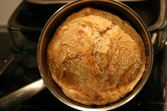 Small pot no knead bread