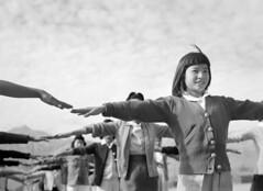 [フリー画像] 人物, 子供, 少女・女の子, アメリカ人, モノクロ写真, 201007280700