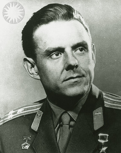 yuri gagarin and vladimir komarov - photo #9