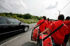 07125D3024 (Paulgi) Tags: road red black portugal car speed book europe lima walk vila drummer franca outtake pilgrims romeiros minho 17mm paulgi romeirosouttakes