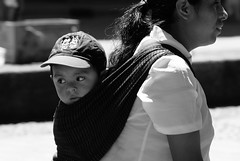Mam! nos vienen siguiendo (Jesus Guzman-Moya) Tags: boy portrait blackandwhite bw blancoynegro mxico mexico kid interestingness searchthebest puebla nio retato rebozo i500 chuchogm huauchinango abigfave jessguzmnmoya impressedbeauty highestposition367onsaturdayjune162007
