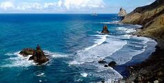 Benijo beach (kurbeltreter20) Tags: taganaga benijo playadebenijo tenerife teneriffa spain roquedebenijo roquederapadura puntadeldraguillo anaga coastline beach ocean sky blue