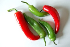 Verde :: Blanco :: Rojo (gonzaloh) Tags: red white hot verde green blanco rouge rojo chiles vert peppers spicy chilli rosso blanc picante piments cors
