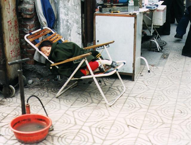 china street shanghai keep utca sidestreet alvo childsleeping gyerek köz 2001oympusom2