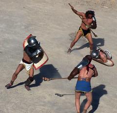 La lluita es decideix (Sebasti Giralt) Tags: roman juegos games romano amphitheater gladiator gladiators anfiteatro jocs gladiadores rom ludi gladiador amfiteatre tarracoviva arsdimicandi gladiadors