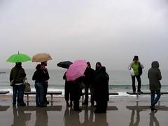 Playa de Poblenou (Barcelona) 2007 (plasti_LIS_na's face) Tags: barcelona españa beach rain clouds umbrella lluvia spain cloudy bcn playa nubes catalunya nublado paraguas cataluña barna poblenou