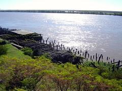 Rosario - Viejo Muelle (fedepo18) Tags: old southamerica paran river muelle rosario parana sudamrica roparan parqueespaa 5photosaday viejomuelle rosariobarrancas portdock