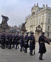 Prague Castle: Changing of the Guards (Jules T!!) Tags: hp europa europe prague eu prag praha praga czechrepublic europeanunion hewlettpackard 2007 ceskarepublika evropa thenixonator prague2007