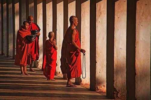Shwezigon monks