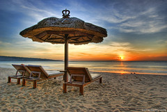 Better Than TV (DanielKHC) Tags: sunset sea sky bali sun clouds indonesia landscape bravo searchthebest dusk sony alpha hdr a100 jimbaran photomatix tonemapped 5exp abigfave danielcheong hdrenfrancais 200750plusfaves goldenphotographer diamondclassphotographer flickrdiamond superhearts danielkhc puribali theroadtoheaven