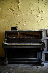 Location Scouting :: Abandoned Piano (Sam Rohn - 360 Photography) Tags: nyc newyorkcity music newyork abandoned broken yellow wall interesting decay piano explore urbanexploration lonely musicalinstrument peelingpaint locationscouting locationscout nikond200 filmscouting nylocations samrohn filmscout