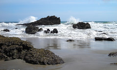 Leo Carillo State Beach, Malibu (Twitchietai) Tags: ocean sea seascape beach water motif golf coast sand rocks waves pacific tide wave playa crest malibu arena shore vague powerful welle roca oceano jesters orilla onda  naturesfinest supershot utatafeature splast leocarillostatebeach    tartyshots ispywinner