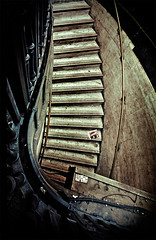 -going there- (Seb Agudelo) Tags: city uk inglaterra england urban london stairs lens nikon stair angle circus central wide sigma piccadilly going ciudad down staircase londres rubbish gran d200 angular escaleras sigma1020mm bajando sigma1020 lblcomp037