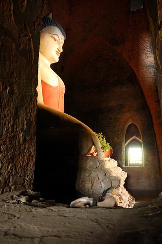 buddha stature in myanmar / burma