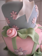 Cake detail (cakejournal) Tags: decorations cakes cake decoration funky sugar bow icing madhatter whimsical sugarpaste fondanticing fabricroses wonkystyle topsytruvy tiltedcake