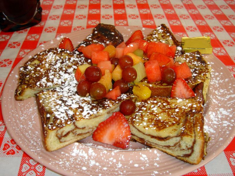 French toast with fresh fruit