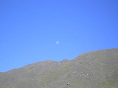 Luna sobre el cerro