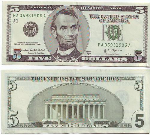 Un billete estadounidense de 5 dólares