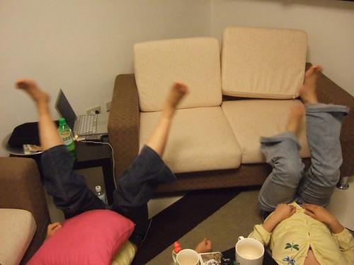 腳的海帶拳04-這是「兩邊」和「兩腳交叉」的示範