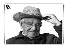 (Perkins McQuail) Tags: portrait bw retrato olympus bn sombrero abuelo e500 arrugas sigma135400mm olympuse500 benicasim 1445mm 40150mm zuiko1445mm zuiko40150mm ex25 perkinsmcquail estasamarillo