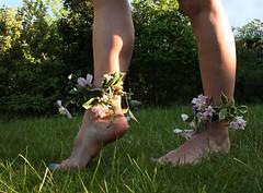 Day #127 - May Day Madness (sosij) Tags: flowers selfportrait feet may 365 day127 ruralengland maydayfestival iamthemayqueenofsosijland makinggooduseofthethingsthatwefind ireallyshouldcutmygrassjustneedtologoutofflickr