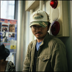 Von Dutch (TommyOshima) Tags: man male japan kodak cap portra400nc nikkor f28 vondutch 75mm  bronicaectl papaiya