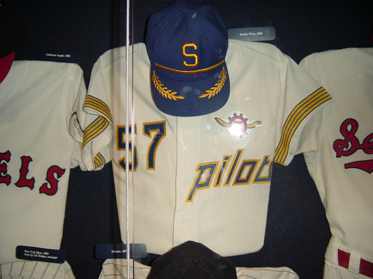 5d0c83c0a Note that the sleeve stripes also showed up on the 1970 Brewers jersey —  that s because the franchise s move to Milwaukee wasn t a done deal until  just a ...