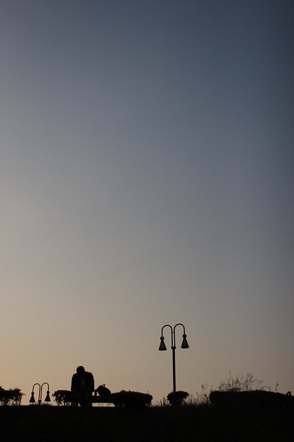 夕刻に浮かぶ影