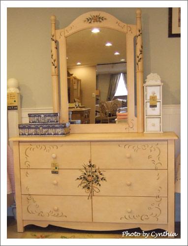 艾莉傢俬-擠不下的鏡櫃