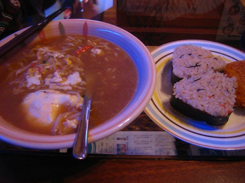 5.17晚餐-泡麵+三角飯糰