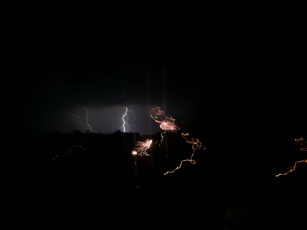 Viharos tűzijáték / Fireworks with storm behind