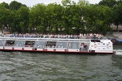 20070526_3739 (Derek Holtham) Tags: paris seine river boat bateau bateauxmouches riverseine