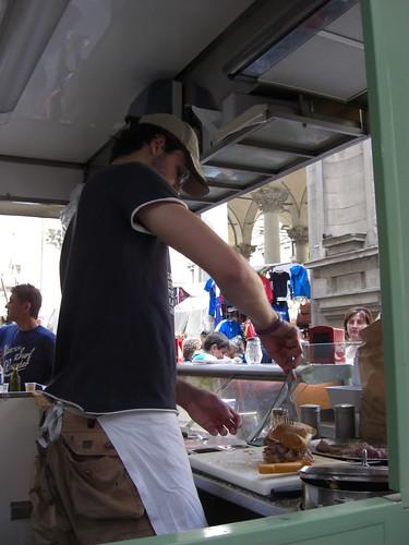 Stefano prepara un panino