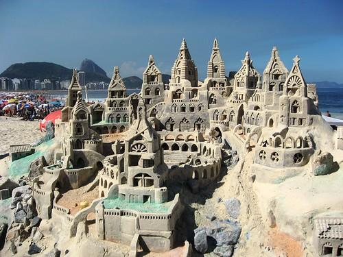 castillo de arena en Copacabana